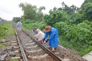 Dùng rọ đá gia cố sạt lở, thông tuyến đường sắt qua Đà Nẵng 4