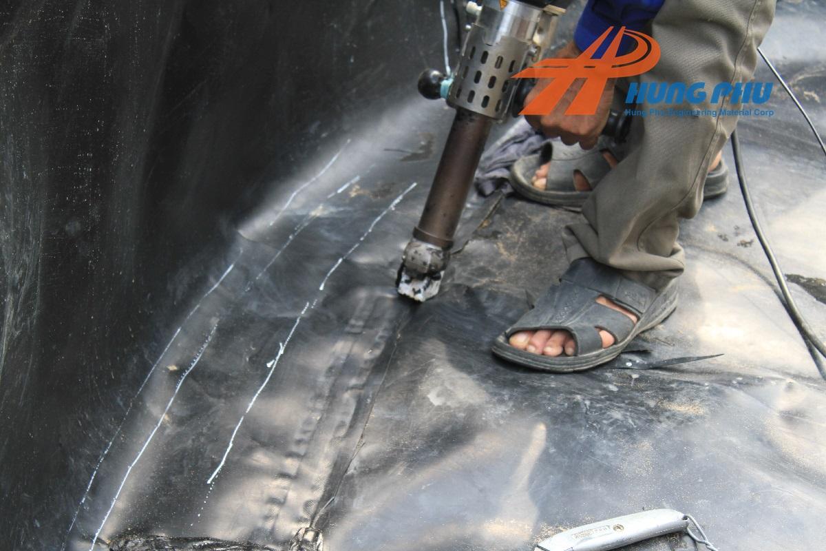 Máy hàn bạt HDPE đùn nhựa